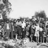 1944-09-18 - Καλαμάτα Ναός Αγίου Ιωάννη Αβραμόγιαννη - Μεταφορά των πτωμάτων των 18 αιχμαλώτων από το Μελιγαλά που λιντσαρίστηκαν στις 17 Σεπτεμβρίου 1944 στην κεντρική πλατεία Καλαμάτας
