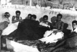 1944-xx-xx – Ελληνες πατριώτες κρύβονται από τα Τάγματα Ασφαλείας σε ταράτσα –t16_k11_p050_1