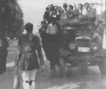 1944-xx-xx – Εύζωνος των Ταγμάτων Ασφαλείας επιστρέφει στο σπίτι του ύστερα από την υπηρεσία του –evzonos01