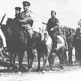 1944-xx-xx - Κρύα Βρύση Σώμα Γεώργιος Πούλος - Αξιωματικοί έφιπποι + ιερέας + δύο σαλπιγκτές - dosilogo1