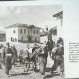 Τάγματα Ασφαλείας Τσολιάδες Δοσίλογοι συλλαμβάνουν χωρικούς, 1944