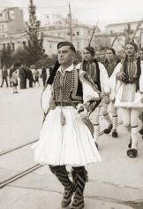 Τάγματα Ασφαλείας Τσολιάδες - Σε παρέλαση, 1944