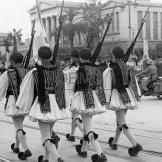 Τάγματα Ασφαλείας Τσολιάδες - Σε παρέλαση Πανεπιστημίου, 1944