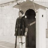 Τάγματα Ασφαλείας Τσολιάδες, Σκοπός στον Αγνωστο Στρατιώτη, 1944