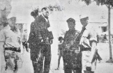 194x-xx-xx-Ελληνας Αθήνα μάλλον Αμπελόκηποι - Γερμανοτσολιάς δοσίλογος φωτογραφίζεται δίπλα σε κρεμασμένους μαζί με Γερμανούς στρατιώτες - tas2