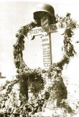 Τσερνίδης Κωνσταντίνος Μέλος Ταγμάτων Ασφαλείας Μακεδονίας - Τάφος με γερμανικό κράνος