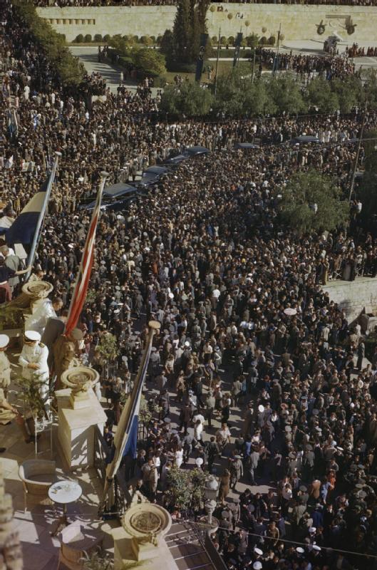 Αγνωστο σπάνιο φιλμ από τις μέρες της απελευθέρωσης της Αθήνας από τους Γερμανούς, Οκτώβριος 1944 (3/6)