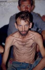 Στρατόπεδο συγκέντρωσης Μουσουλμάνων στη Manjaka κοντά στο Σαράγεβο, Αύγουστος 1992. Φωτογραφία Patrick Robert.