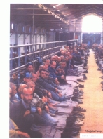 1992-08-xx - Trnopolje concentration camp Another View - Στρατόπεδα συγκέντρωσης μουσουλμάνων - prisoners-in-the-manjaca-concentration-camp-bosnian-genocide-21