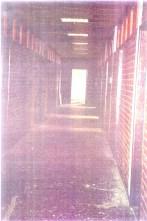 1992-08-xx - Trnopolje concentration camp Another View - Στρατόπεδα συγκέντρωσης μουσουλμάνων - inside-omarska-concentration-camp-bosnian-genocide1