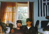 Βοσνία, Απρίλιος 1995. Διακρίνονται οι Νικολαΐδης Νίκος και Μουρατίδης Γιώργος σε σερβοβοσνιακό στρατόπεδο.