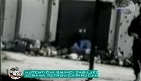 1995-07-13 - Kravica Σρεμπρένιτσα - Πτώματα σε αγροτική αποθήκη + ένας Τσέτνικ - Από φιλμ Σέρβου δημοσιογράφου Zoran Petrovic-01