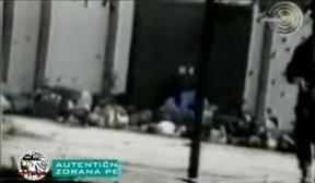 1995-07-13 - Kravica Σρεμπρένιτσα - Πτώματα σε αγροτική αποθήκη + ένας Τσέτνικ - Από φιλμ Σέρβου δημοσιογράφου Zoran Petrovic-02