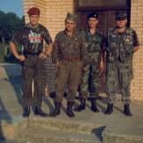 Βλασένιτσα, Βοσνία, 1995. Διακρίνονται οι Σπουργίτης Ελευθέριος, Ζβόνκο Μπάγιαγκιτς, Βασιλειάδης Τρύφωνας και Μήτκος Αντώνης.