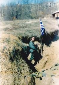 Βοσνία, 1995. Διακρίνεται ο Ελληνας εθελοντής της ΕΕΦ Νικολαΐδης Νίκος σε χαράκωμα.