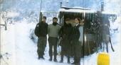 Βοσνία, 1995. Διακρίνονται οι Μουρατίδης Γιώργος και τρεις Σέρβοι σε φυλάκιο στα χιόνια στο όρος Ιγκμαν.