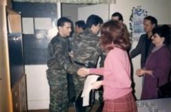 Βοσνία, 1995. Διακρίνονται σε δημόσιο κτίριο οι Kαλτσούνης Κωνσταντίνος, Μήτκος Αντώνης και διάφοροι Σέρβοι.