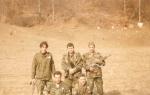 Βοσνία, 1995. Διακρίνεται το μέλος της Χρυσής Αυγής ΜΜ και οι Μήτκος Αντώνης, Βασιλειάδης Τρύφωνας, Λάτσιος Αγγελος του 10ου Αποσπάσματος Σαμποτάζ.