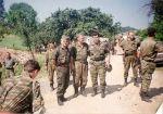 Σρεμπρένιτσα 11-13/7/1995. Οι αρχηγοί της Ελληνικής Εθελοντικής Φρουράς με τον στρατηγό Μλάντιτς