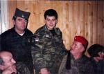 2015-06-13-ΕΦΗΜ-ΣΥΝΤΑΚΤΩΝ – Ιός – Οι άνθρωποι από την Ελλάδα – Πρωτοχρονιά 1996. Ο Μήτκος και ο στρατηγός Μλάντιτς με ελληνικό φέσι –ios_11