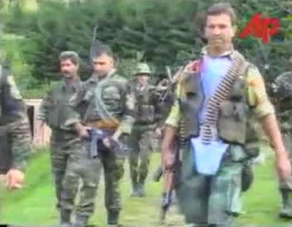 Σρεμπρένιτσα 11-13 Ιουλίου 1995, Ελληνες εθελοντές