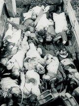 1943-08-16-Κομμένο Αρτας - Πτώματα εκτελεσμένων επάνω σε καρότσα φορτηγού