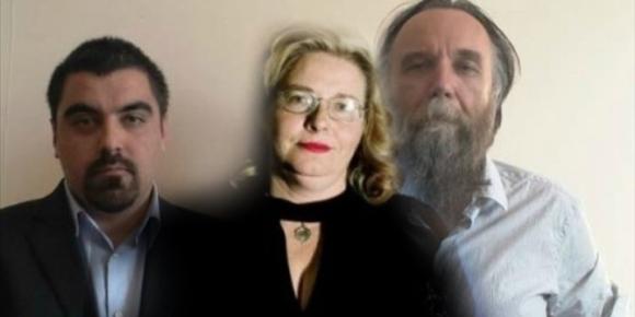 Ελληνορωσικές διεθνούς ολκής 'συναντήσεις κορυφής'. Η φωτογραφία είναι από το 'Star.gr'. Το σπαρταριστό ρεπορτάζ από τον κ. Σταύρο Τζίμα: «Μολονότι γεγονός μεγάλης διεθνούς ολκής δεν έτυχε στη χώρα μας ανάλογης προβολής. Δεν διάβασαν οι δημοσιογράφοι την ανακοίνωση της Χρυσής Αυγής ή το έθαψαν, κατ' εντολή της Μέρκελ, των μασόνων, των Εβραίων, των Οστρογότθων κ.λπ; Ο κ. Ηλίας Κασιδιάρης πάντως το ανακοίνωσε, περιχαρής, στο διακαναλικό παραλήρημά του, κάνοντας λόγο για τεράστια διεθνή επιτυχία του μορφώματός του». Η συνέχεια εδώ.