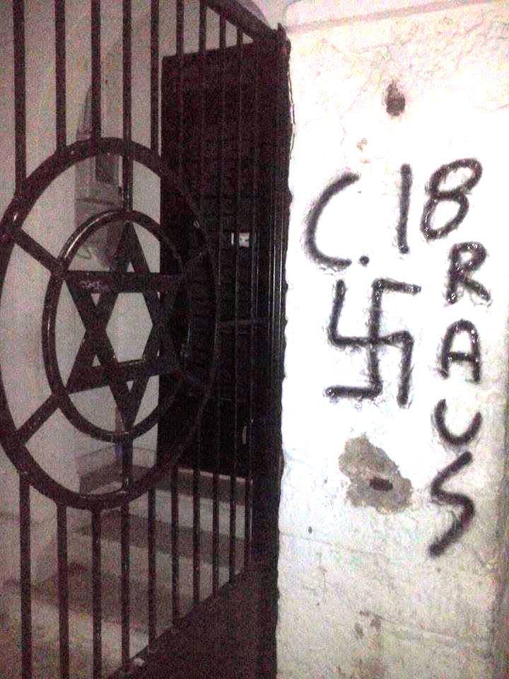 Οκτώβριος 2015, Εβραϊκό Νεκροταφείο Νίκαιας. Βεβήλωση από Combat18