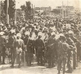 1980-06-17 - Μαρούσι Συγκρούσεις για τη χαβούζα-01 Πριν τη σύγκρουση - prin ti sigrousi
