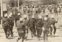 1980-06-17 - Μαρούσι Συγκρούσεις για τη χαβούζα-02 ΜΑΤ κυνηγητό σε κατοίκους - epeisodia4