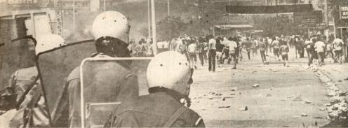 1980-06-17 - Μαρούσι Συγκρούσεις για τη χαβούζα-05 Οδόφραγμα - epeisodia