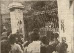 1980-11-17-Πολυτεχνείο Στουρνάρα – ΚΝΑΤ κατεβαίνουν οπλισμένα-03 – 17-11-80politexnio