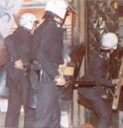 1985-03-20 - Νομική Φοιτητικές εκλογές Εισβολή ΜΑΤ καταδιώκοντας αναρχικούς που έκαιγαν αφίσες στη Σόλωνος-03 - MAT3