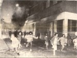 1985-03-20 – Νομική Φοιτητικές εκλογές Εισβολή ΜΑΤ καταδιώκοντας αναρχικούς που έκαιγαν αφίσες στη Σόλωνος-06 –kinigito