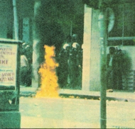 1985-05-09 - Χημείο Πρώτη κατάληψη μετά την απαγόρευση συγκέντρωσης διαμαρτυρίας στην πλατεία για επιχειρήσεις αρετής-11 - molotov1