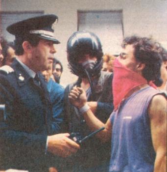 1985-05-09 - Χημείο Πρώτη κατάληψη μετά την απαγόρευση συγκέντρωσης διαμαρτυρίας στην πλατεία για επιχειρήσεις αρετής-18 - diapragmatevseis