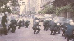 1985-05-09 - Χημείο Πρώτη κατάληψη μετά την απαγόρευση συγκέντρωσης διαμαρτυρίας στην πλατεία για επιχειρήσεις αρετής-04 - petropolemos2