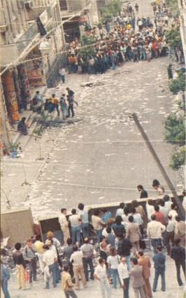 1985-05-09 - Χημείο Πρώτη κατάληψη μετά την απαγόρευση συγκέντρωσης διαμαρτυρίας στην πλατεία για επιχειρήσεις αρετής-07 - oxirosi2