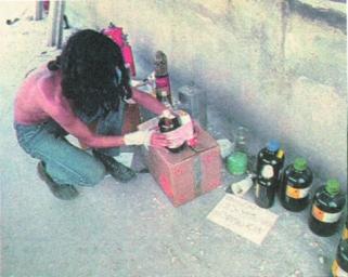 1985-05-09 - Χημείο Πρώτη κατάληψη μετά την απαγόρευση συγκέντρωσης διαμαρτυρίας στην πλατεία για επιχειρήσεις αρετής-08 - molotov4