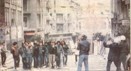 1985-11-17+18 - Χημείο Δεύτερη κατάληψη για φόνο Καλτεζά + Επέμβαση ΜΑΤ-09 - xeimio