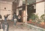 1985-11-17+18 – Χημείο Δεύτερη κατάληψη για φόνο Καλτεζά + Επέμβαση ΜΑΤ-11 –trapeza6