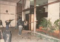 1985-11-17+18 - Χημείο Δεύτερη κατάληψη για φόνο Καλτεζά + Επέμβαση ΜΑΤ-11 - trapeza6