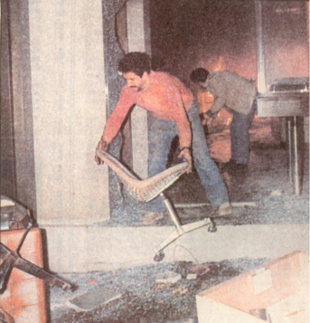1985-11-17+18 - Χημείο Δεύτερη κατάληψη για φόνο Καλτεζά + Επέμβαση ΜΑΤ-39 - katastrofes3