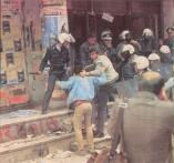 1985-11-17+18 - Χημείο Δεύτερη κατάληψη για φόνο Καλτεζά + Επέμβαση ΜΑΤ-53 - epemvasi ximeio2