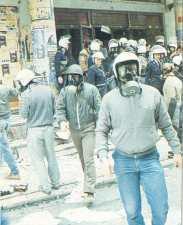 1985-11-17+18 - Χημείο Δεύτερη κατάληψη για φόνο Καλτεζά + Επέμβαση ΜΑΤ-06 - xeimio4
