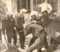 1985-11-17+18 - Χημείο Δεύτερη κατάληψη για φόνο Καλτεζά + Επέμβαση ΜΑΤ-08 - xeimio2