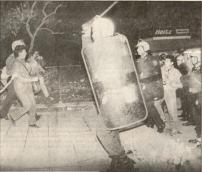 1987-11-17 - Πολυτεχνείο-07 - battleground3