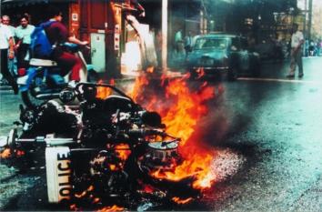 1991-10-18 - Βουλή Πυρπολήσεις-32 - troxaia