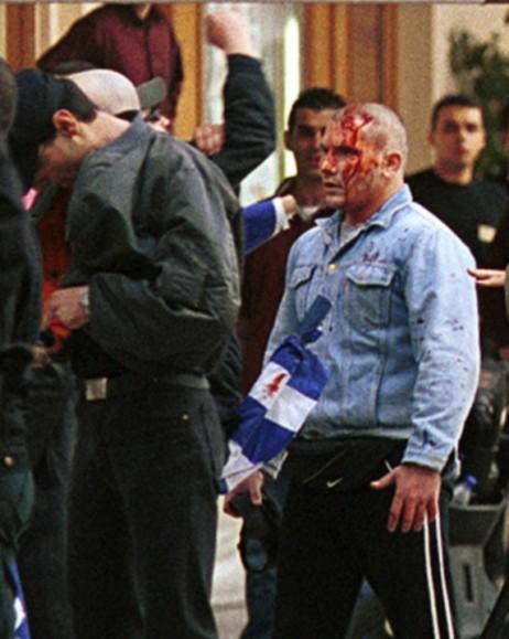 Συμπλοκές Αναρχικών με μέλη της Χρυσής Αυγής στη Θεσσαλονίκη Πλατεία Αριστοτέλους. Οι ναζί μάλλον έχασαν.