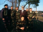 1994-xx-xx – Radovan Karadzic with Bosnian Serb fighters [Photo Anadolu Images] – radovan karadzic i vojnici anadolou